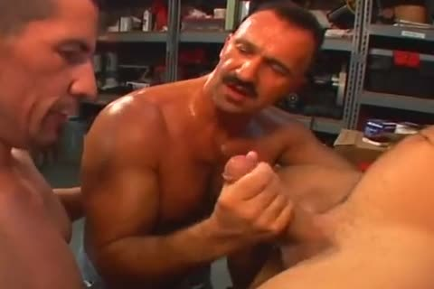 beefy dilf gives cute arse pounding
