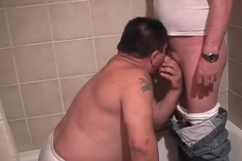 chubby gay boy Gives oral sex In bathtub