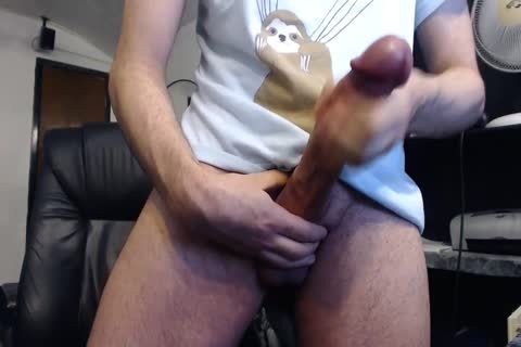 Monster rod Cums On cam (it's enormous)