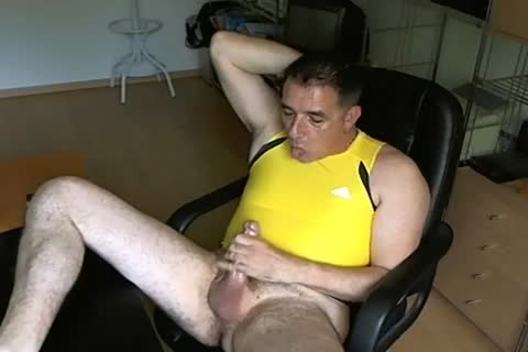 Yellow showdyrt and poppers