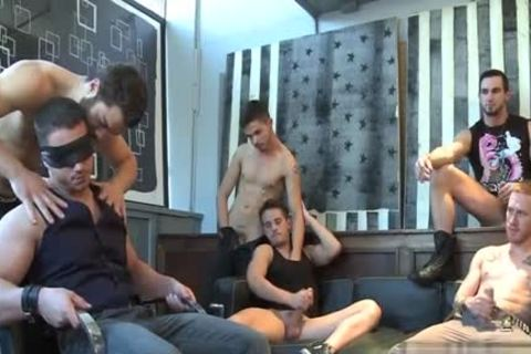 Muscle homosexual fellatio-service With cumshot