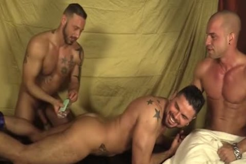 3some Oil Massage